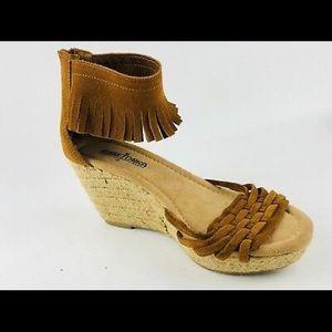 minnetonka wedged shoes